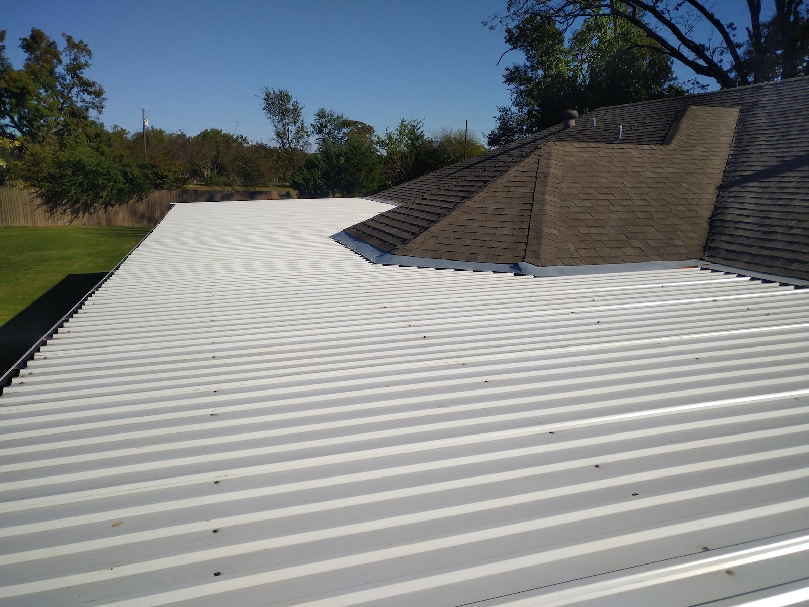 Shingle roof in Sulphur Springs Texas after replacement