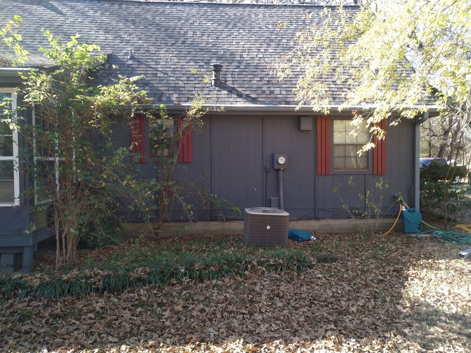 Grey wood siding on 1 story house in Sulphur Springs Texas before restoration