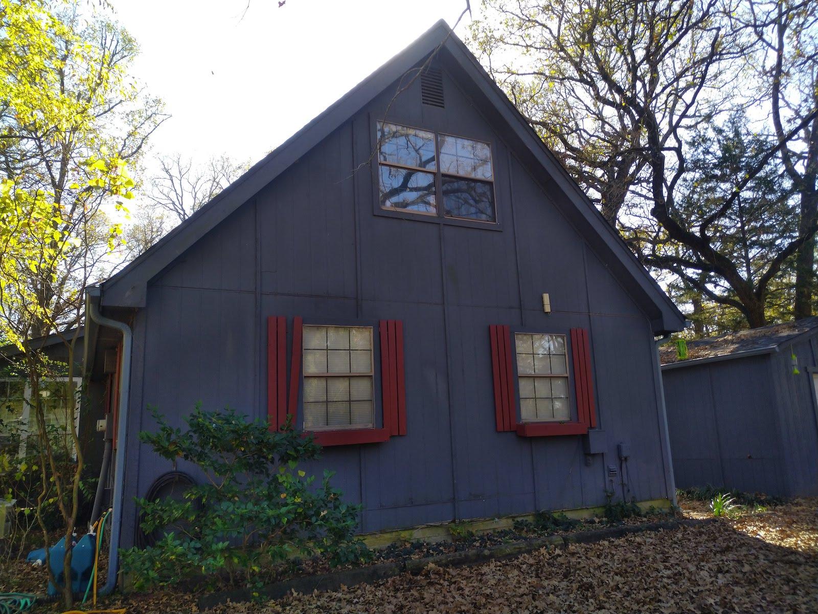 Wood siding on 1 story house before restoration